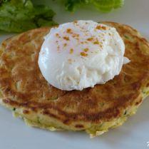 œuf poché sur pancake épicé