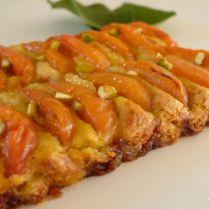Tarte fine aux abricots et à la crème de pistache