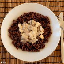 Émincé de poulet à la crème et pâtes au cacao
