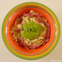 Tagliatelles fraîches au pesto de courgettes et bacon croustillant