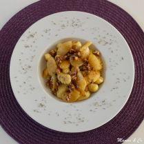 Gnocchi au gorgonzola, poires et noix caramélisées