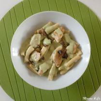 Gros macaroni maison, sauce au poulet et au pesto