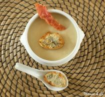 Velouté aux oignons et croûtons au gorgonzola