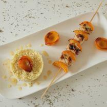 Brochettes de poulet aux abricots frais et au thym